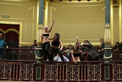 Ativistas do Femen invadem Plenário do Congresso da Espanha