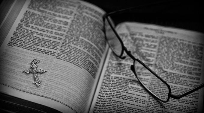 Biblia_ChrisYarzabCC-BY-2.0_Flickr_230315