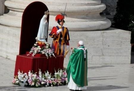 Papa Francisco e Virgem de Fatima - 13 de outubro de 2013